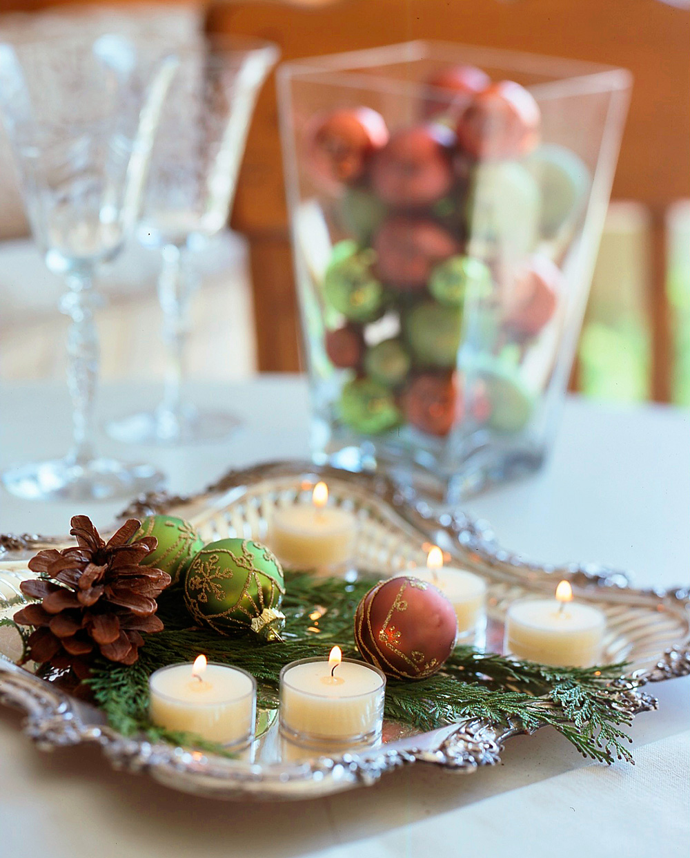 Christmas centerpiece ideas: ornaments on a tray