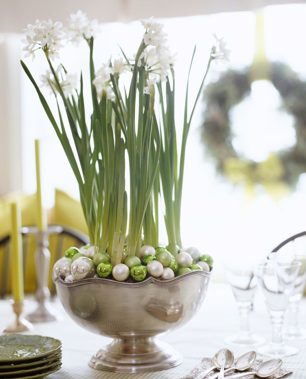 Christmas centerpiece ideas: paperwhites