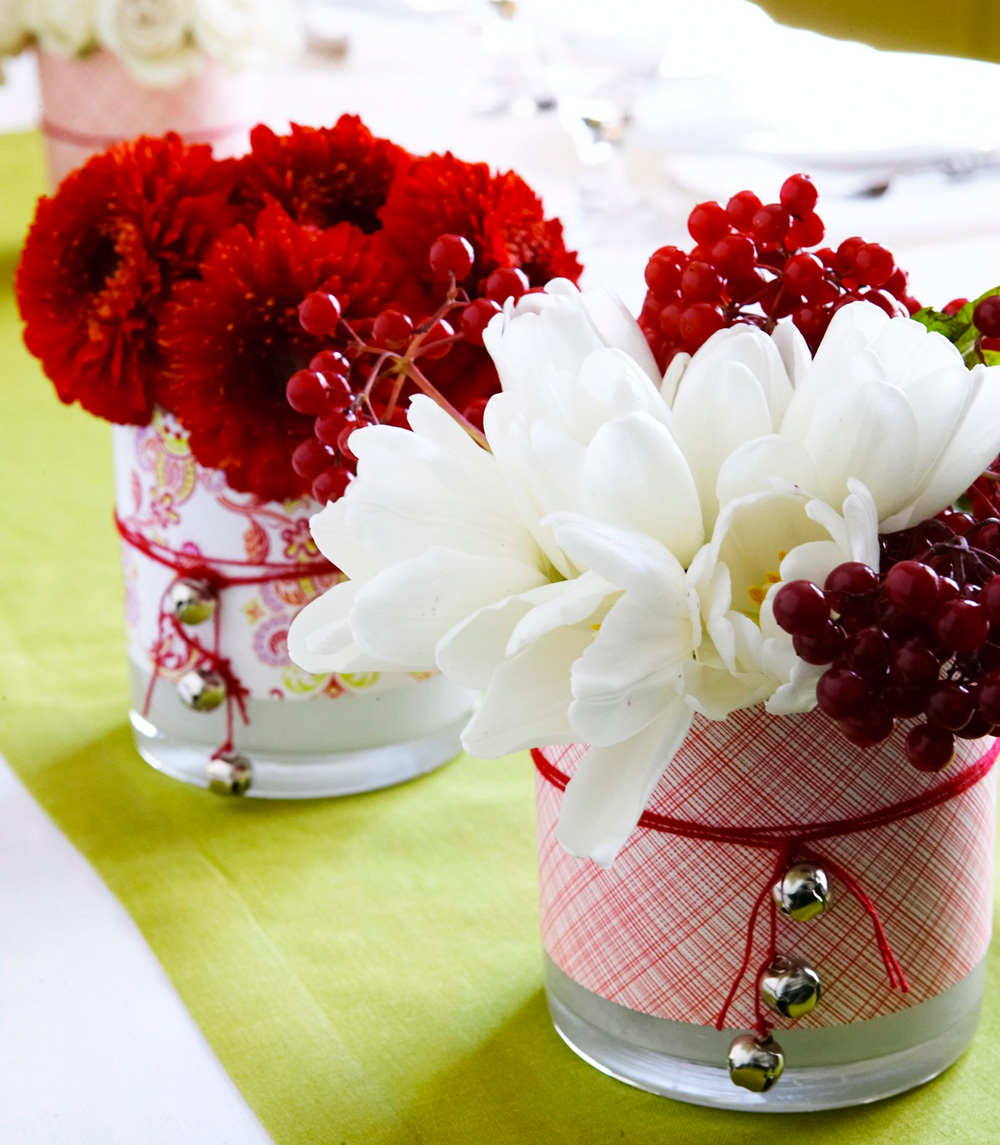Christmas centerpiece ideas: decorative vases