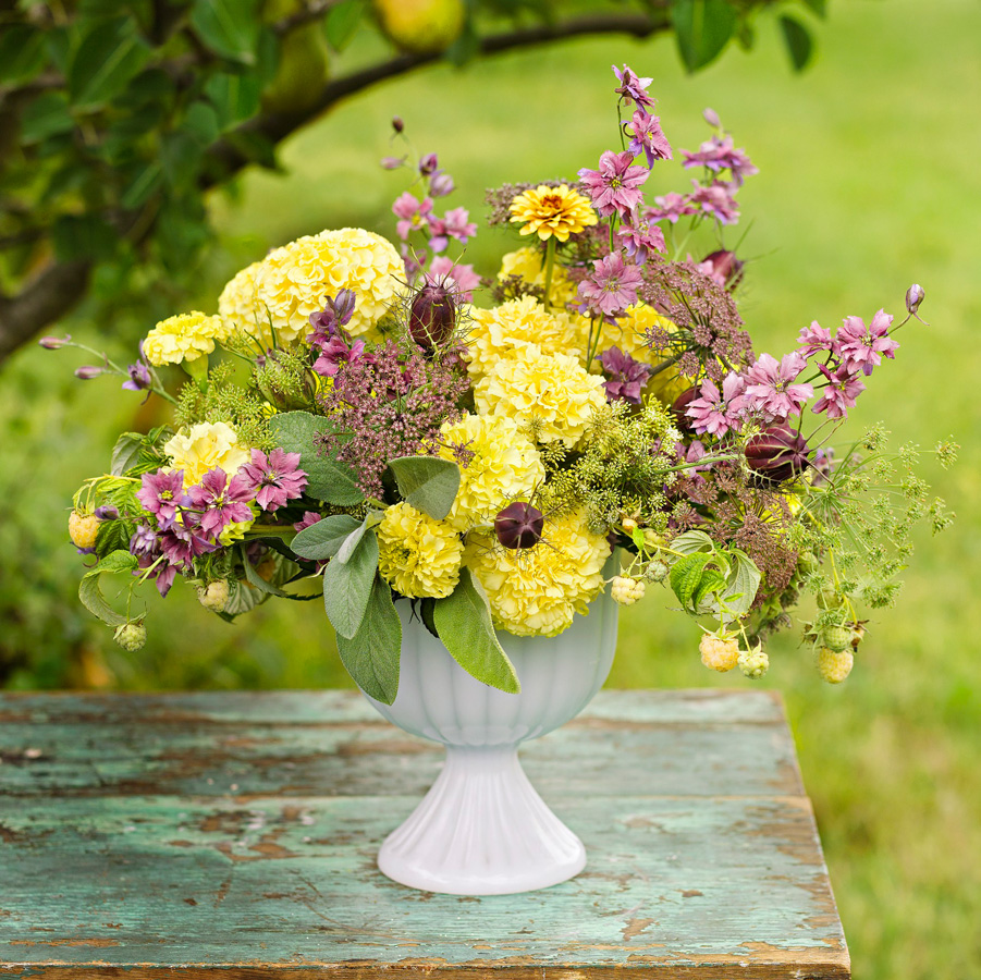 Transform A Grapevine Wreath Into Bright Fl Display By T The Stems Of Your Marigolds So They Are Just Short Enough To Weave Vines