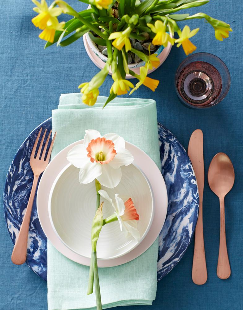Daffodil place setting