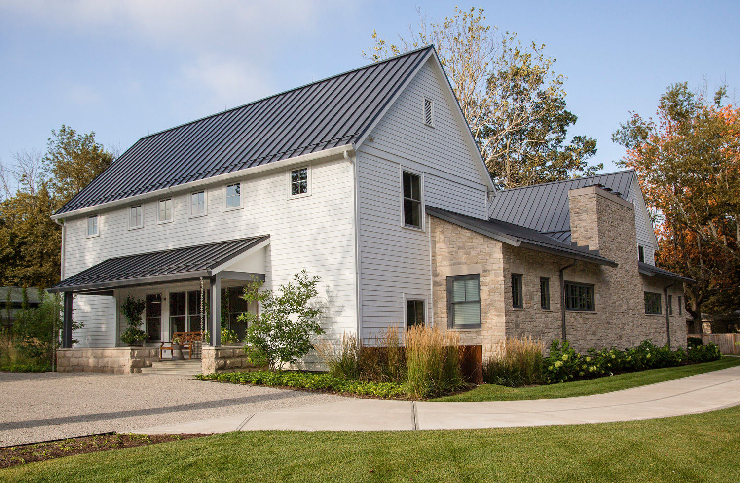 A U-shape modern farmhouse focuses attention inward rather than outward to the street.