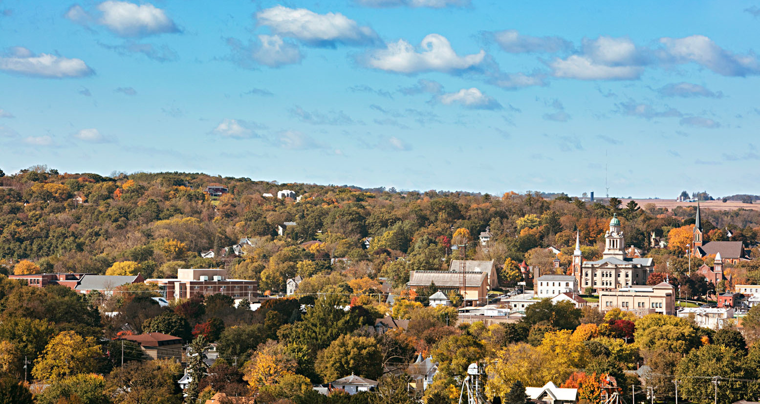 decorah iowa a mountain town without mountains midwest living