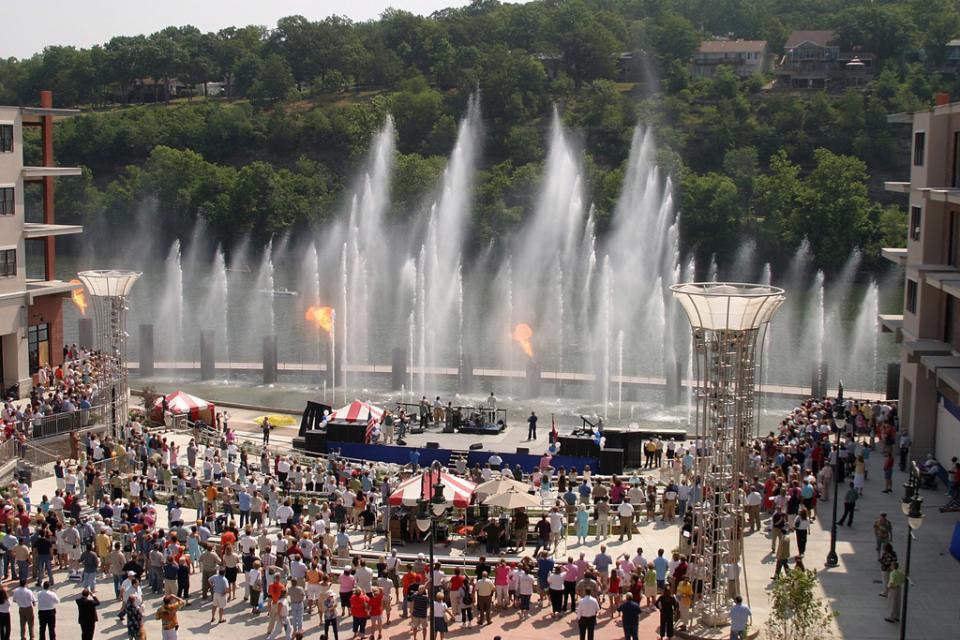 Branson Landing Fountain