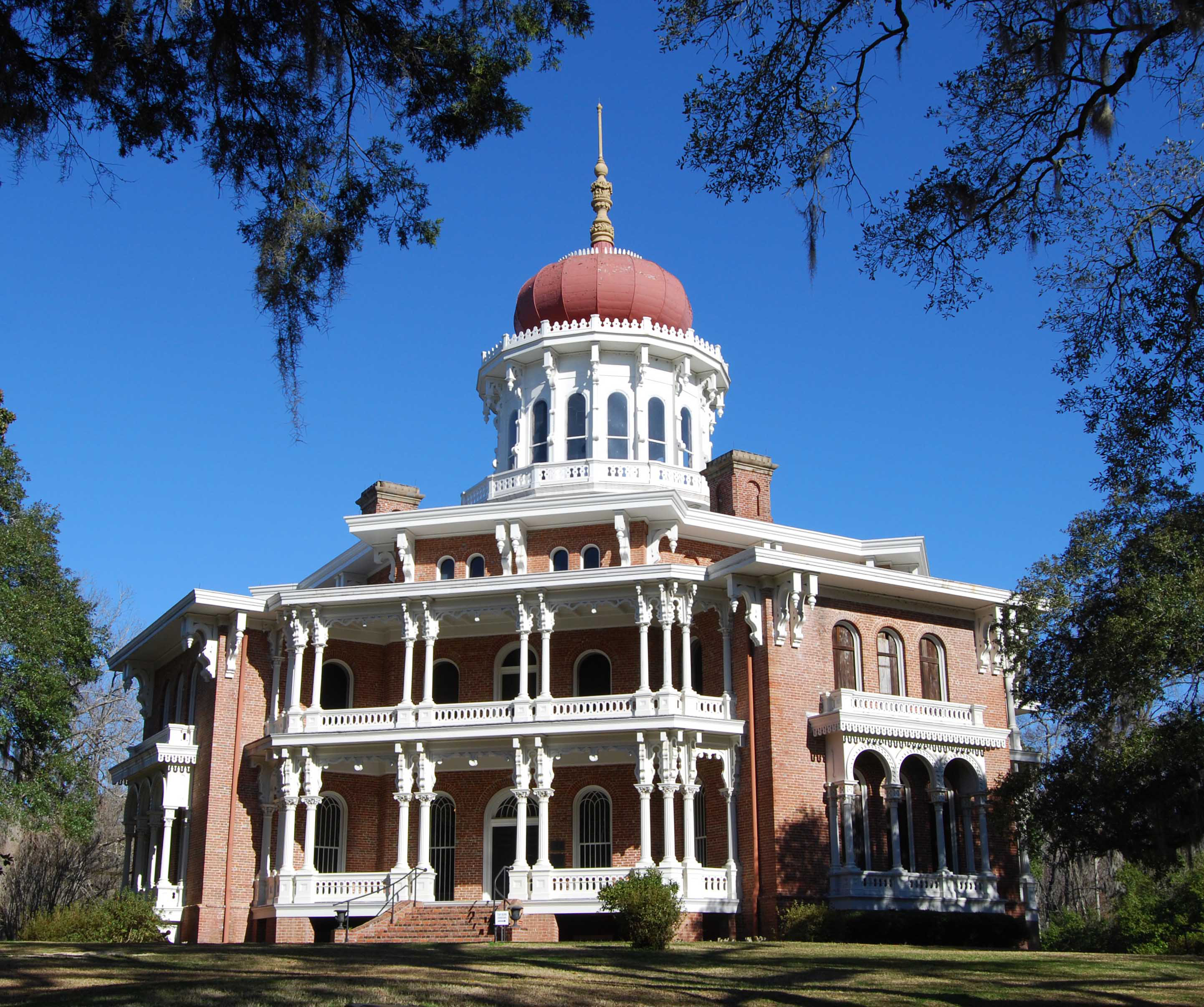 Longwood mansion. Photo Courtesy of visitnatchez.org.