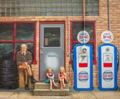 Outdoor murals in Pontiac.