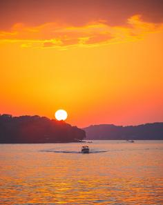Around Bagnell Dam, which forms Lake of the Ozarks, you'll find quiet spots to enjoy the sunset and watch the boats cruise by.