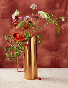 Cut flower arranging