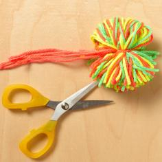 How to make pompoms, step 4