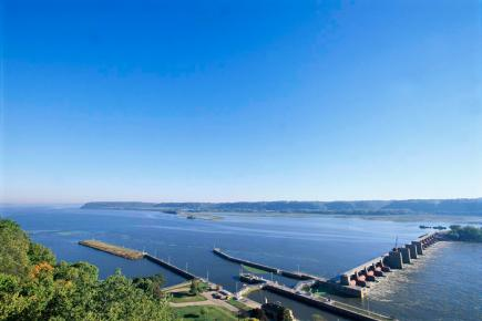 Things to do in Dubuque, Iowa—Lock and Dam No. 11