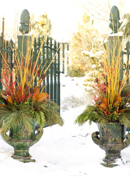 Outdoor Holiday Decorating With Natural Materials
