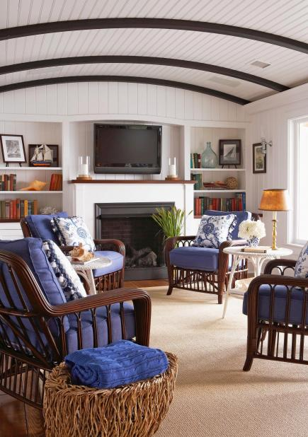 20 comfortable family rooms midwest living for Family living room designs