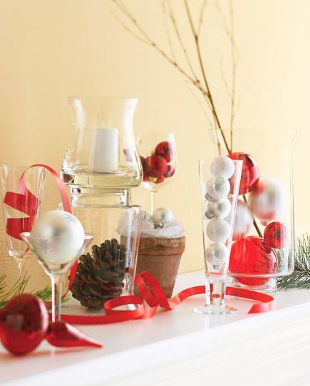 christmas decorating above kitchen cabinets