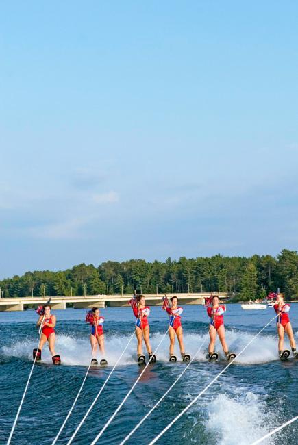 Min-Aqua Bats ski team