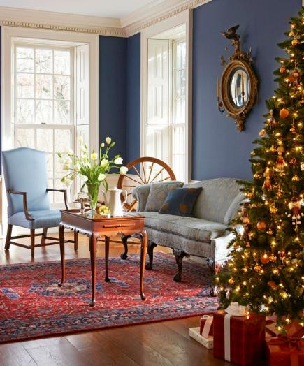 Colonial christmas decor ideas midwest living for Colonial living room decorating ideas