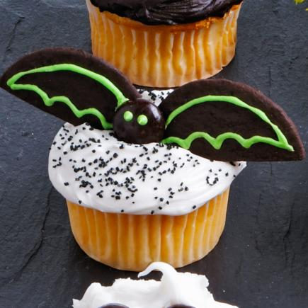 bat cupcakes - Decorating Cupcakes For Halloween