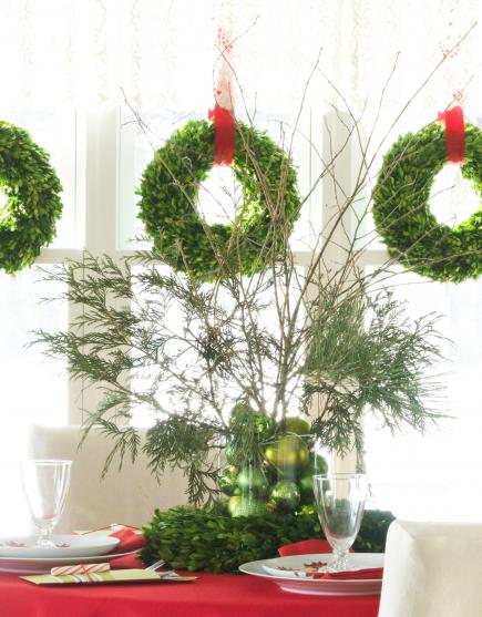christmas centerpiece ideas wreath - Green Christmas Table Decorations