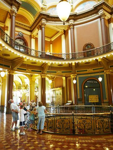 Des Moines Shopping >> Shop Eat And Play In Des Moines East Village Midwest Living
