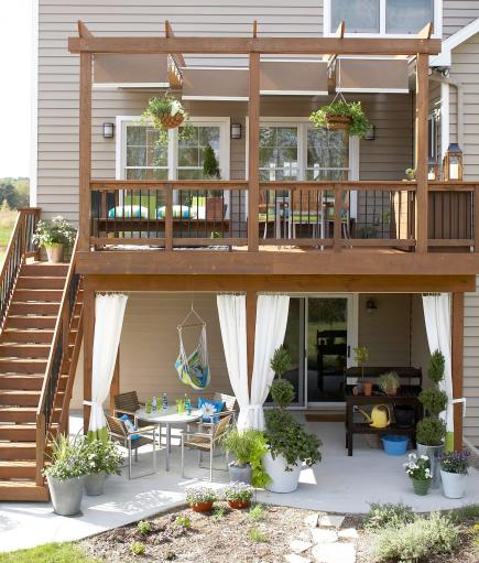 30 ideas to dress up your deck midwest living for Townhouse deck privacy ideas