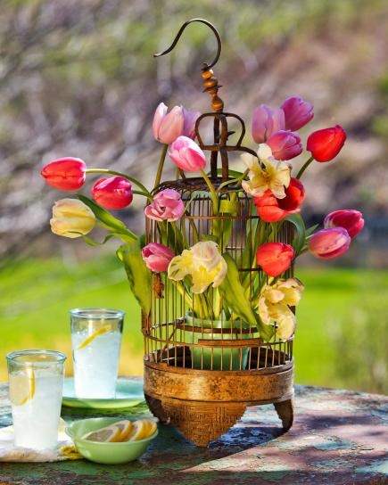 50 easy spring decorating ideas midwest living tulip spring centerpiece mightylinksfo