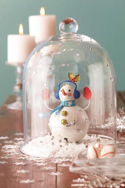 50 easy christmas centerpiece ideas midwest living christmas centerpiece ideas snow globe cloche solutioingenieria Images