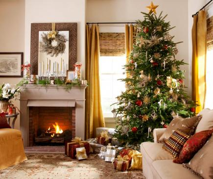 25 beautiful christmas living rooms midwest living - Christmas decorations for the living room ...