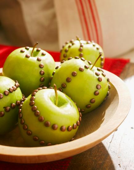 10 indoor crafts projects midwest living for Comdecoupe fruit decoration
