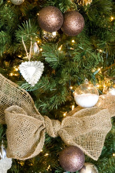 burlap wrap closeup - Gold Christmas Tree Decorating Ideas