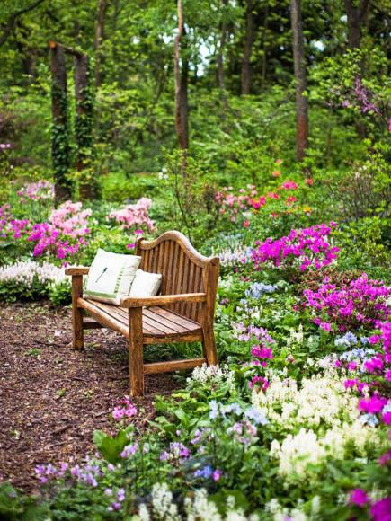 Tour an illinois woodland garden midwest living for Flower bench ideas