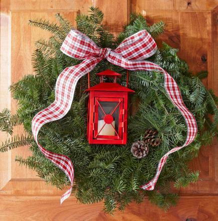 lantern glow - Beautiful Christmas Wreaths
