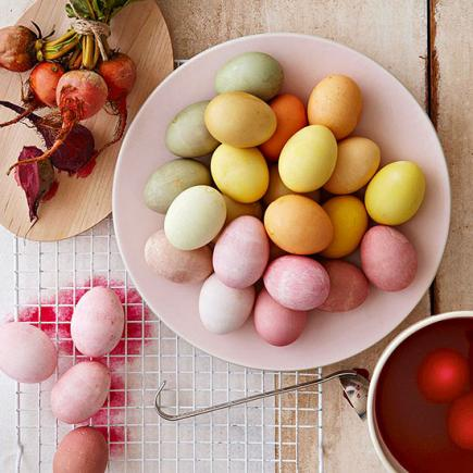 Eggs with natural dyes