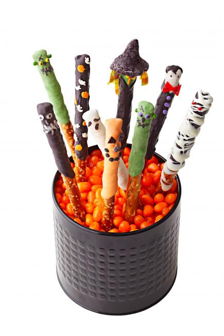 Easy halloween party snacks midwest living for Creative ideas for halloween treats
