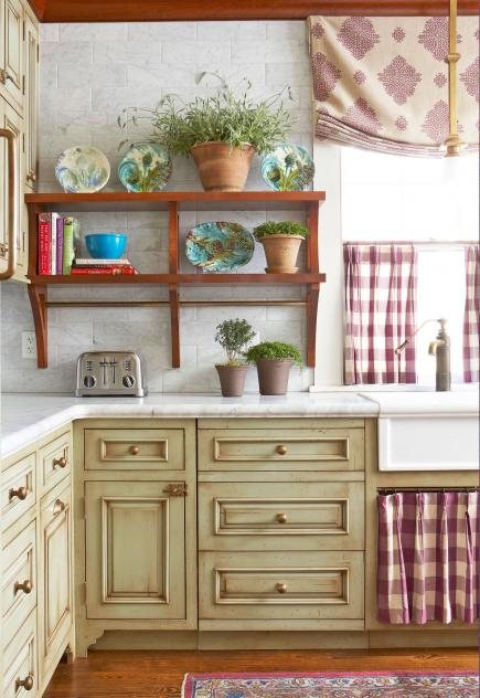 25 ideas for kitchen cabinet makeovers midwest living for Kitchen cabinets makeover