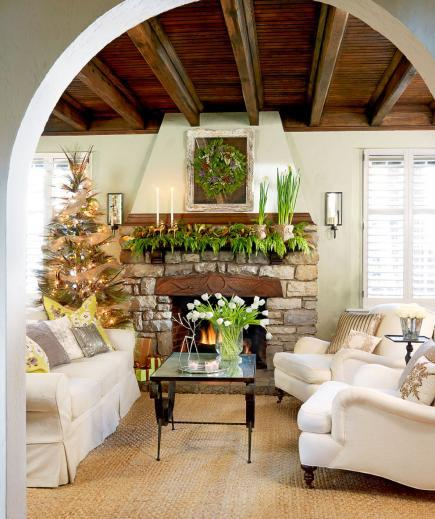 Holiday Home Design Ideas: 25 Beautiful Christmas Living Rooms
