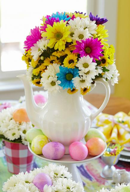 Easy easter decorations midwest living - Easter table decorations meals special ...
