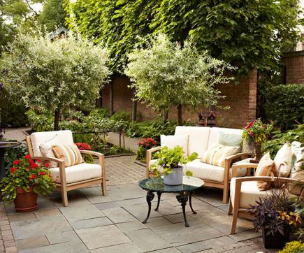 How To Create Outdoor Living Rooms