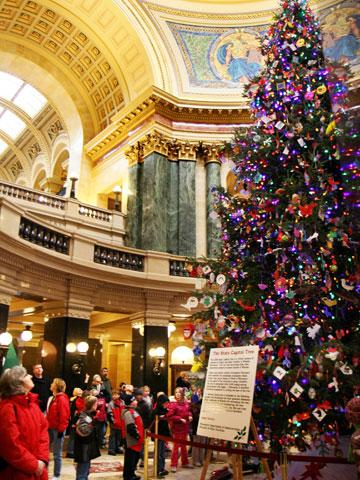 8 midwest cities youll love at christmas midwest living