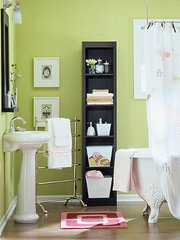 18 quick tips for bathroom storage midwest living for Tight space bathroom designs