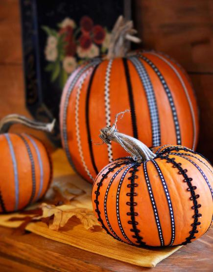 50 pumpkin decorating projects midwest living - Deco citrouille halloween ...