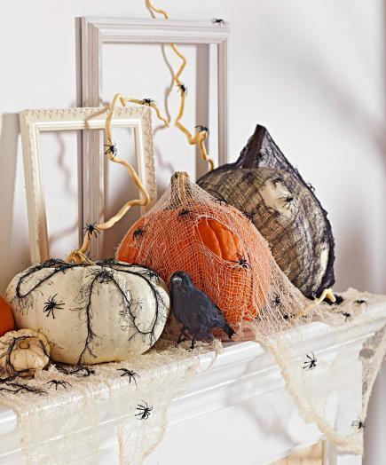 creepy mantel - Pumpkin Decor