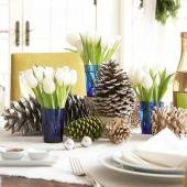 Christmas centerpiece ideas: tulips and pinecones