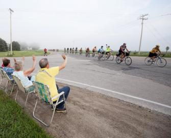 RAGBRAI riders and Iowan locals waving.