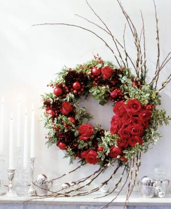 Holiday rose wreath
