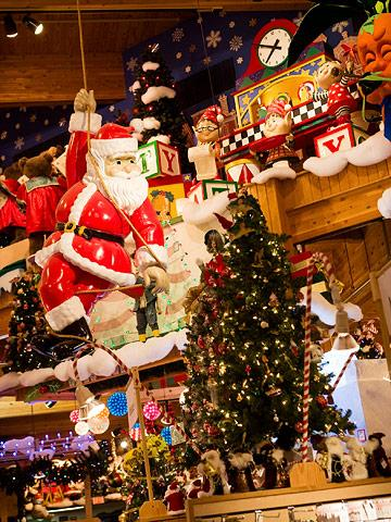 10 Perfect Christmas Shopping Getaways | Midwest Living